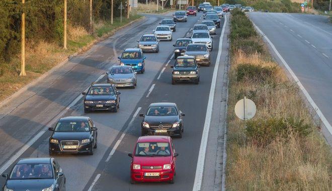 Αυτοκίνητα στον δρόμο