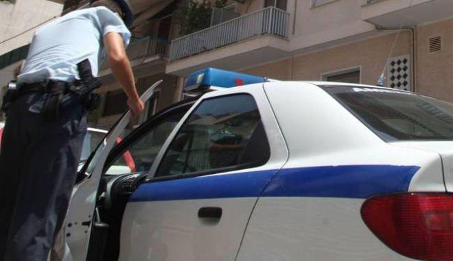 Ακράτα: Έδεσαν ηλικιωμένη και της έκλεψαν 10.000€