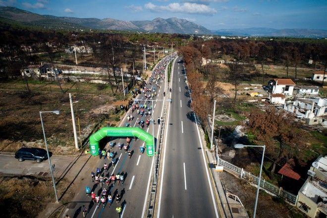 Το πέρασμα των μαραθωνοδρόμων από τις πυρόπληκτες περιοχές στο Βουτζά και το Μάτι
