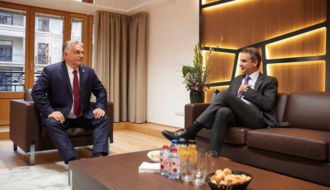 Σύνοδος κορυφής: Ο Μητσοτάκης συνάντησε τον Όρμπαν