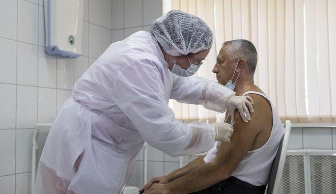 Δοκιμή εμβολίου για τον κορονοϊό στη Μόσχα