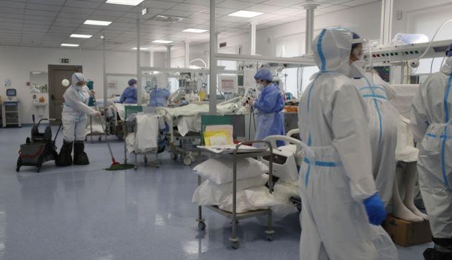 Εργαζόμενοι σε Μονάδα Εντατικής Θεραπείας Covid-19