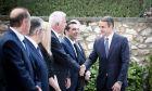 Υπόγειες διαβουλεύσεις ενόψει των κρίσιμων τετ α τετ του πρωθυπουργού με τους πολιτικούς αρχηγούς