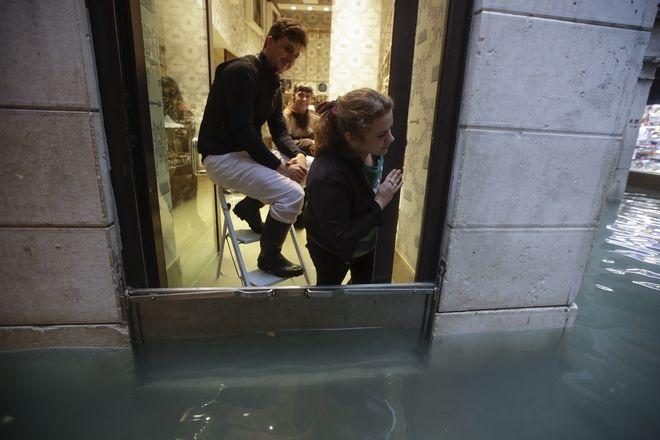 "venice5 - Βενετία: Εικόνες αποκάλυψης - ""Θάλασσα"" έγινε η πλατεία του Αγίου Μάρκου"