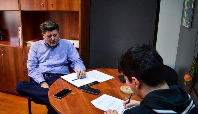 Ο καθηγητής Απόστολος Παπαδόπουλος και ο δημοσιογράφος του News 24/7 Αλέξανδρος Πηγαδάς