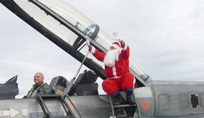 Λάρισα: Με F-16 'έφτασε' ο Αϊ Βασίλης