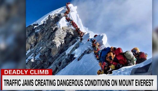 Αδιανόητα πράγματα: Ορειβάτες πεθαίνουν λόγω συνωστισμού στο Έβερεστ