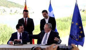Στιγμιότυπο από την υπογραφή της Συμφωνίας των Πρεσπών