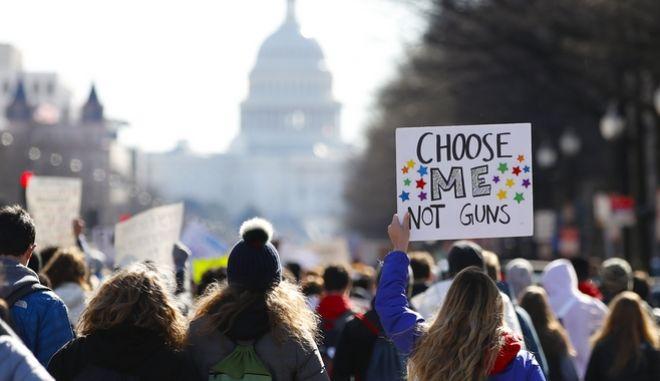 Μαζική αποχή ενάντια στην οπλοκατοχή από τους μαθητές στις ΗΠΑ