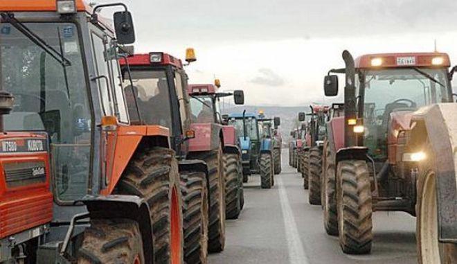 Ζεσταίνουν τα τρακτέρ τους οι αγρότες. Κινητοποιήσεις από Δευτέρα