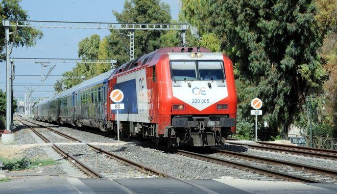 Σύγκρουση τρένου με ΙΧ στην Κωνσταντινουπόλεως - Ένας τραυματίας