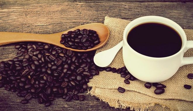 Μετά την πλαστική σακούλα τι; Κι αν έμπαινε κόστος στα χάρτινα κύπελλα του καφέ;