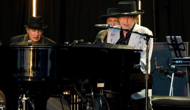 Έτοιμος για την επιστροφή του στη μουσική σκηνή ο θρυλικός Μπομπ Ντίλαν