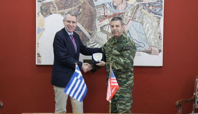 O Αρχηγός ΓΕΣ Αντιστράτηγος Χαράλαμπος Λαλούσης και ο Πρέσβης των ΗΠΑ στην Ελλάδα Τζέφρι Πάιατ