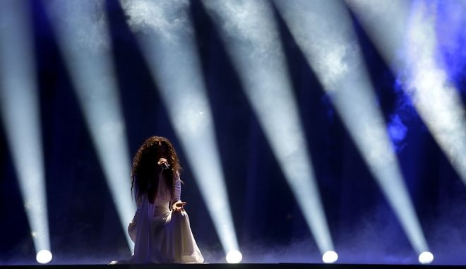 Η Γιάννα Τερζή κατά την ερμηνείας της στον Α' ημιτελικό της Eurovision