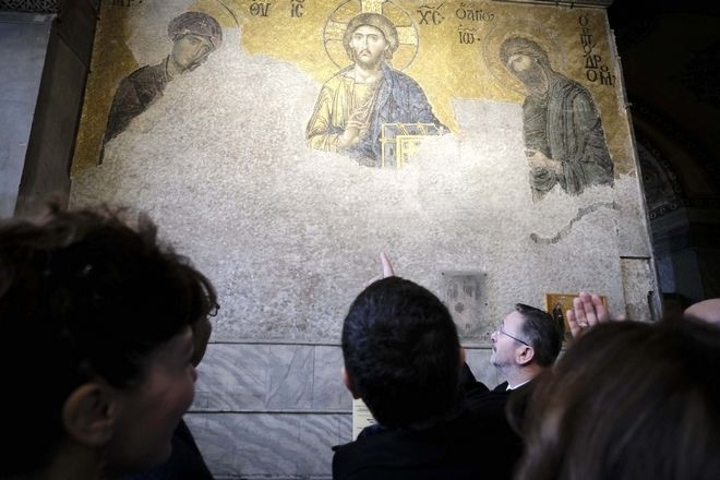 Καρέ καρέ η ιστορική επίσκεψη Τσίπρα σε Θεολογική Σχολή Χάλκης και Αγία Σοφία