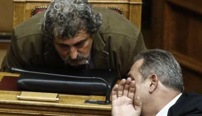 Ο Παύλος Πολάκης και ο Πάνος Καμμένος στη Βουλή