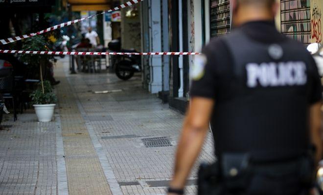 Μετά την αιματηρή απόπειρα ληστείας σε κοσμηματοπωλείο στην οδό Γλάδστωνος στην πλατεία Κάνιγγος