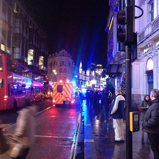 Κατέρρευσε μέρος της οροφής στο Apollo Theatre του Λονδίνου. Δεκάδες τραυματίες