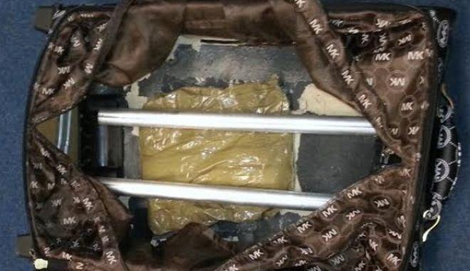 Συνελήφθησαν δύο Ολλανδοί για μεταφορά κοκαΐνης που είχε τελικό προορισμό την Τουρκία