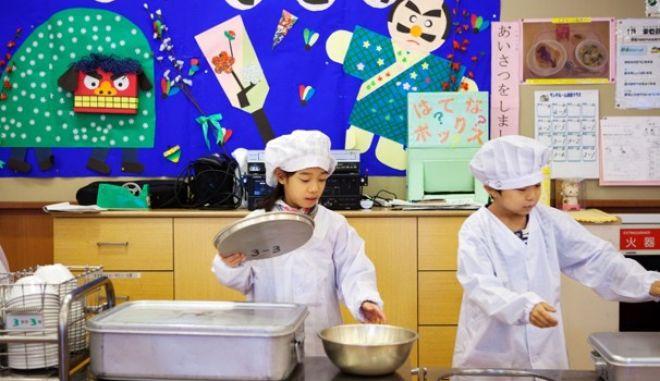 Σάλος στην Ιαπωνία: Πάνω από 900 παιδιά υπέστησαν τροφική δηλητηρίαση