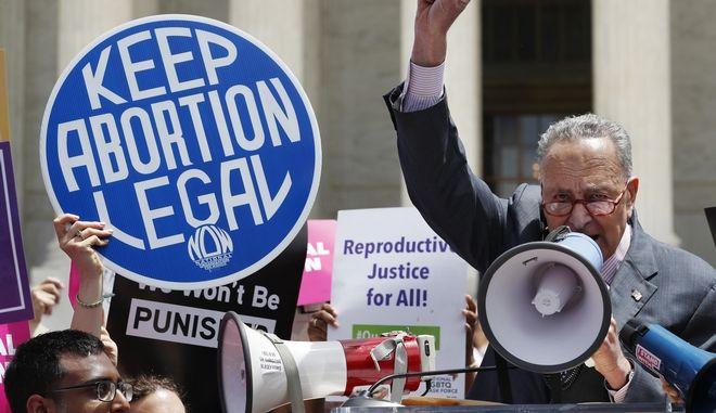 """""""Κρατήστε την έκτρωση νόμιμη"""""""