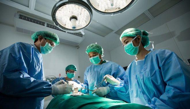 Πήγε στραβά η μεταμόσχευση και βρέθηκε με δυο καρδιές
