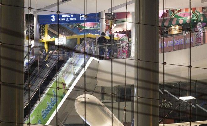 Στρατιώτες εντός του εμπορικού κέντρου που δέχτηκε επίθεση από συνάδελφό τους