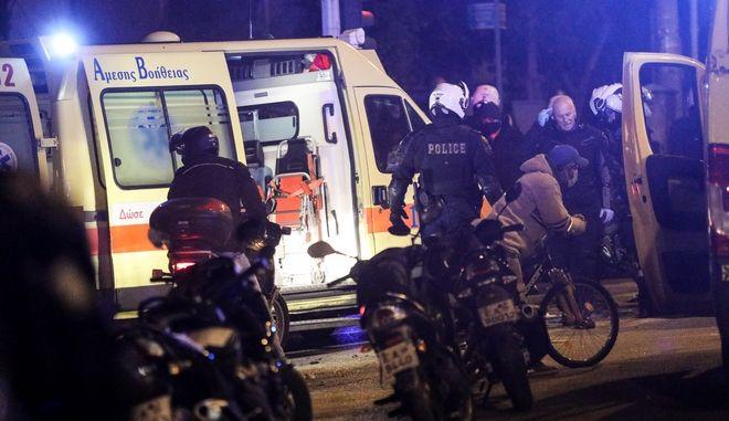"""Επεισόδια μετά την ολοκλήρωση της πορείας στην Ν.Σμύρνη ενάντια στη βία και την καταστολή,τραυματίας αστυνομικός της ομάδας """"ΔΡΑΣΗ"""""""