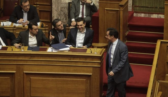 Ο Αδωνις Γεωργιάδης με τον Αλέξη Τσίπρα στη Βουλή