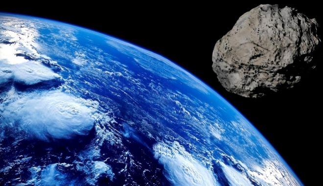 Κομήτης πλησιάζει τη Γη (φωτογραφία αρχείου)