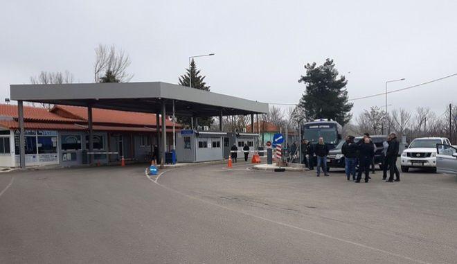 Η Ελλάδα λαμβάνει έκτακτα μέτρα στα σύνορα - Έκλεισε το τελωνείο στις Καστανιές Έβρου