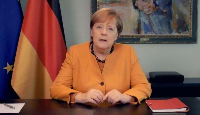 """Μήνυμα Μέρκελ στους Γερμανούς: """"Περιορίστε κοινωνικές επαφές και ταξίδια"""""""