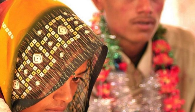 H 14χρονη Asha, ανήμερα του γάμου της στο βορειοανατολικό Bhopal, της Ινδίας, όπου... απαγορεύονται οι γάμοι παιδιών.
