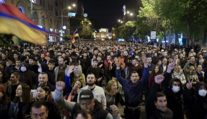 Μεγάλες διαδηλώσεις κατά του προέδρου Σαρκισιάν στην Αρμενία