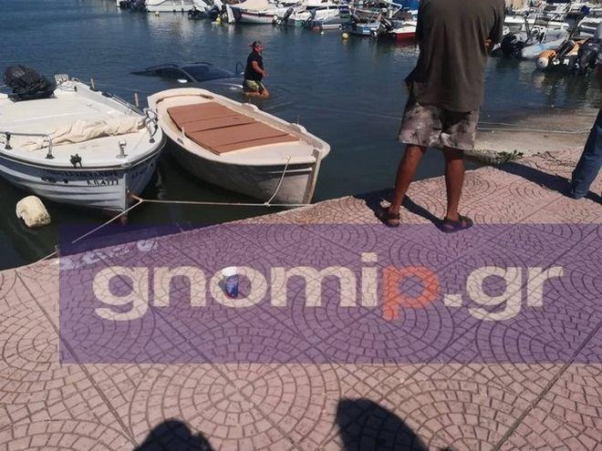 Πάτρα: Πήγε να βγάλει το σκάφος στην στεριά και έριξε το αυτοκίνητο στη θάλασσα