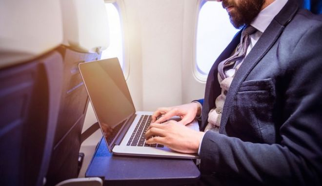 Επιτρέπονται οι φορητοί υπολογιστές στις πτήσεις Κάιρο - Νέα Υόρκη