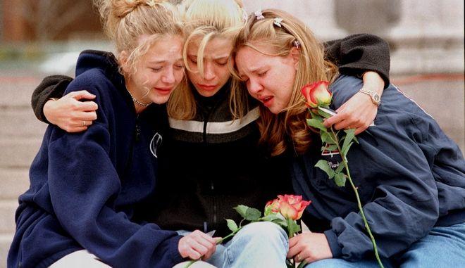 Συμφοιτήτριες των θυμάτων της επίθεσης του Κολουμπάιν θρηνούν