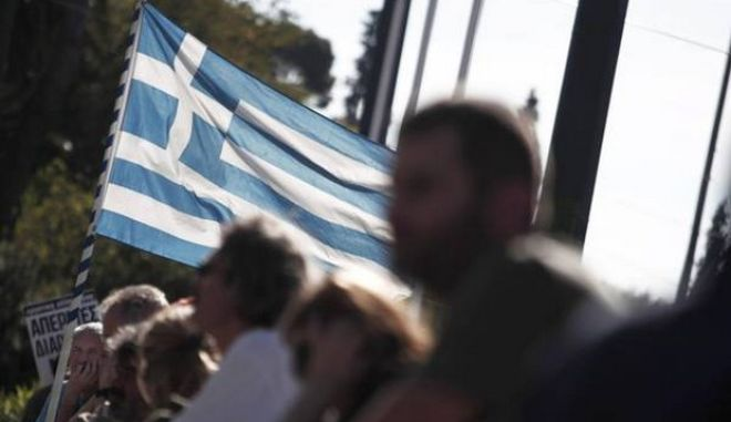 """Economist: Η σκιά της κοινωνικής έκρηξης """"στοιχειώνει"""" την Ελλάδα"""