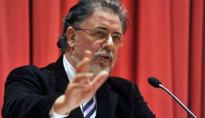 Πανούσης: Κόψτε προνόμια και μισθούς από βουλευτές