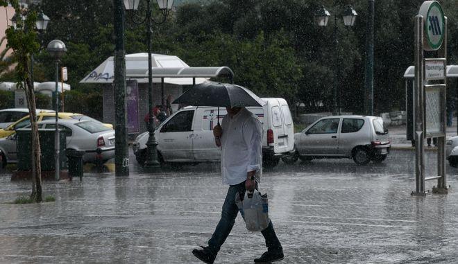 Καταιγίδα στο κέντρο της Αθήνας