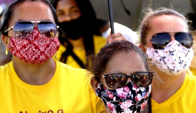Bραζιλιάνες με μάσκα