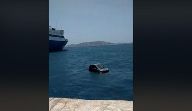 """Βίντεο: Smart """"βούτηξε"""" στο λιμάνι της Μυκόνου"""