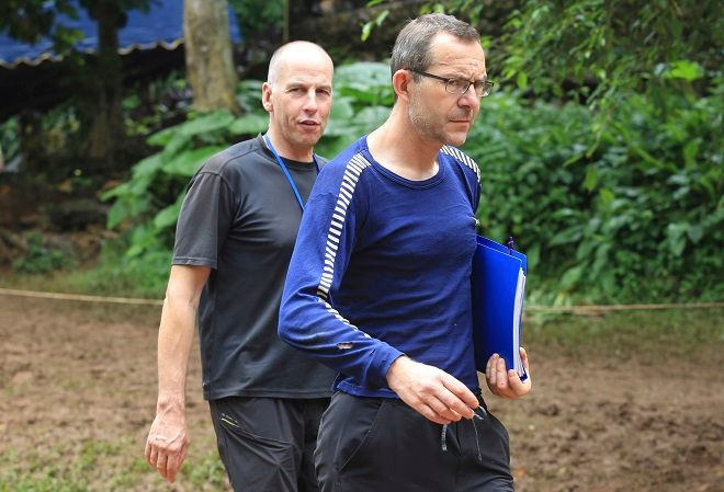 O Ρίτσαρντ Στάντον αριστερά και ο Τζον Βόλαντερ δεξιά, στην Ταϊλάνδη στις 3 Ιουλίου 2018