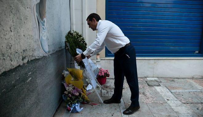 Kατάθεση στεφάνου απο τον πρόεδρο του ΣΥΡΙΖΑ Αλέξη Τσίπρα στην τράπεζα της Marfin