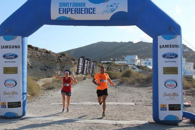Τερματισμός των δρομέων του Santorini Experience 2019