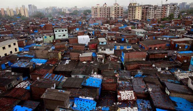 """Έκλεισε μία είσοδος της παραγκούπολης Νταράβι όπου γυρίστηκε το """"Slumdog Millionaire"""""""