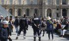 Γαλλικές εκλογές: Εκκενώθηκε για λόγους ασφαλείας το προαύλιο του Λούβρου