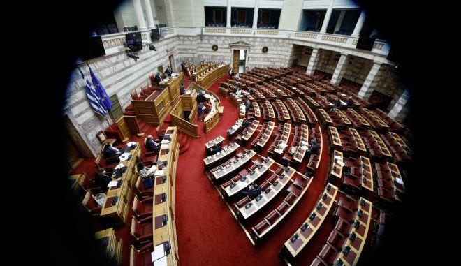 """Το """"φιλελέ"""" πάρτυ στην Βουλή για το εργασιακό"""