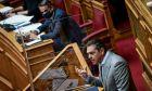 Ο Κυριάκος Μητσοτάκης και ο Αλέξης Τσίπρας στην Ολομέλεια της Βουλής